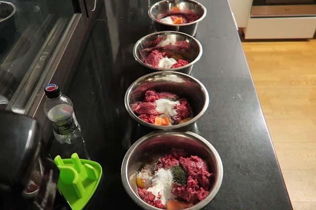 Еда в миске для хаски